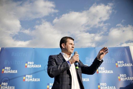 Imaginea articolului GALERIE FOTO, VIDEO Daniel Constantin şi-a lansat Pro-România, un partid de centru, cu accente patriotice