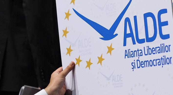 Conducerea ALDE cere excluderea şi revocarea din funcţia de consilier a lui Romeo Rasdan, după imaginile în care acesta agresează un tânăr: Gestul este impardonabil