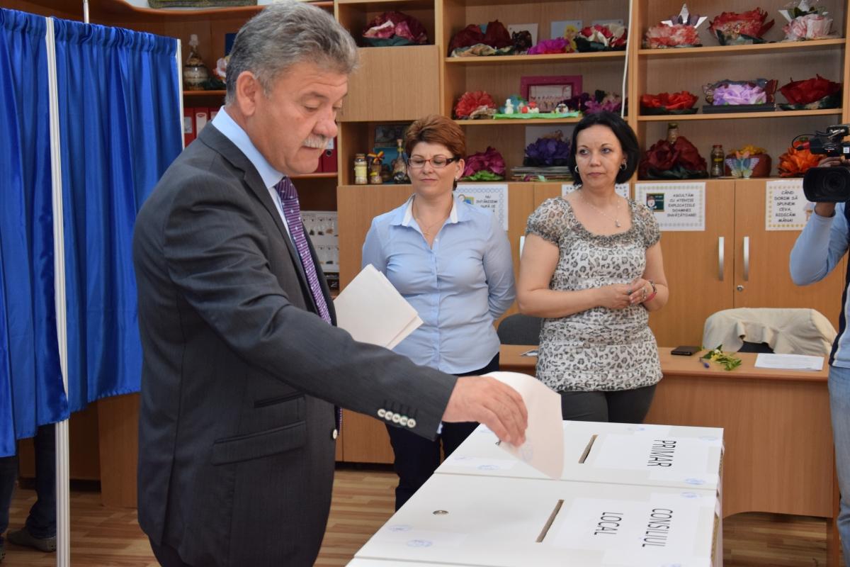 Mircea Hava, primarul cu cel mai mare salariu din România: Angajaţii, plătiţi `aproape` cât merită