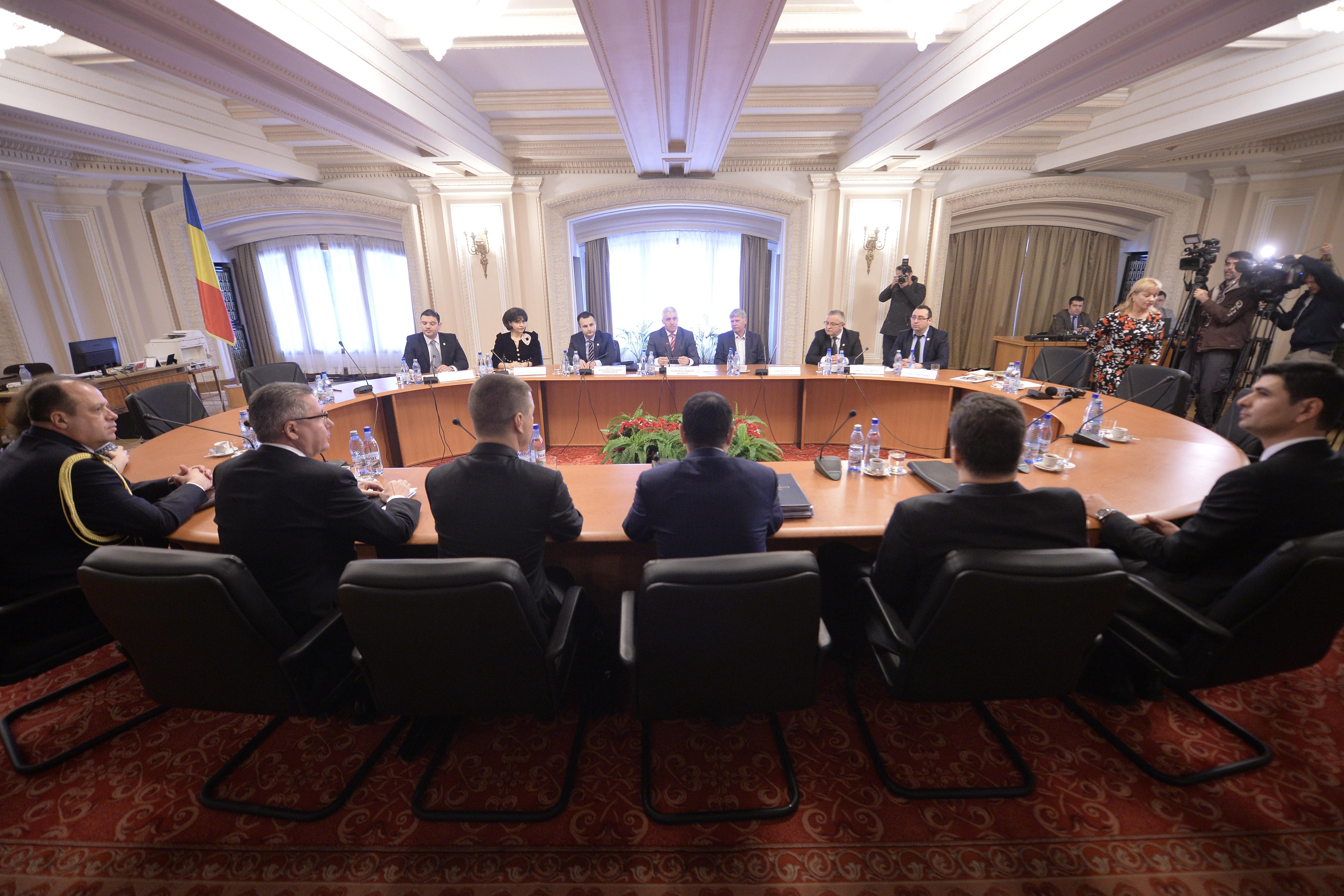 Comisia SRI îi va audia săptămâna viitoare pe Dumitru Iliescu (SPP), Alina Bica (DIICOT), Dan Andronic (EVZ) şi Doru Paraschiv (DGIA). `Audierea lui Ghiţă, necesară`