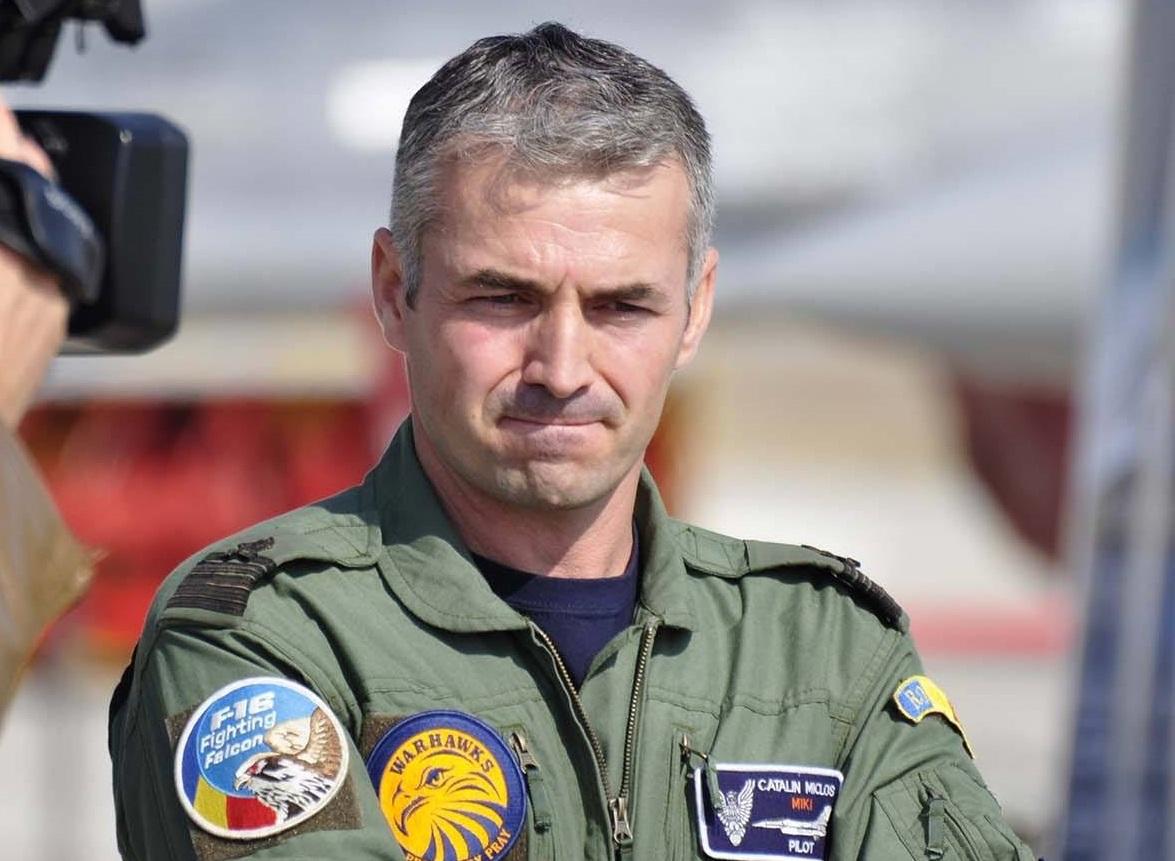 EXCLUSIV: Comandorul Cătălin Micloş, şeful Escadrilei 53 Vânătoare: Visul meu: escadrile de F-16 puternice, pentru apărarea eficientă a României / Catapultarea face parte din această meserie. Evident, te întrebi «de ce mie?»