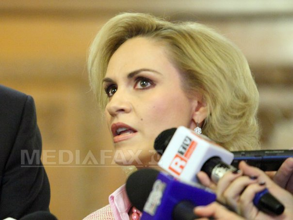 Sondaj de opinie: Românii au cea mai multă încredere în pompieri (83%) şi armată (71%); Justiţia este la 24%/ Ce poziţii ocupă liderii politici Klaus Iohannis şi Gabriela Firea