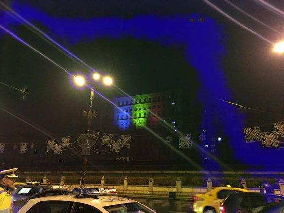 Imaginea articolului Palatul Parlamentului, luminat în culorile drapelului de Ziua Naţională | FOTO
