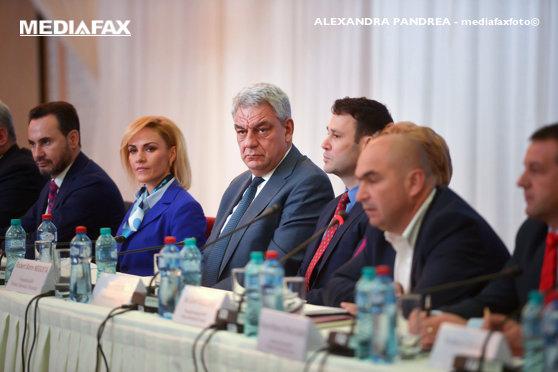 """Imaginea articolului Tudose şi Firea, discuţii la Guvern. Edilii din Bucureşti, """"foarte mulţumiţi"""" de bugetele alocate pentru anul viitor / Primarul Capitalei, după întâlnirea cu premierul şi Dragnea: Am vrut asigurări că proiectele nu sunt compromise"""