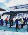 Imaginea articolului Preşedintele Klaus Iohannis, la schi în Munţii Şureanu. A stat la rând să urce cu telescaunul | FOTO