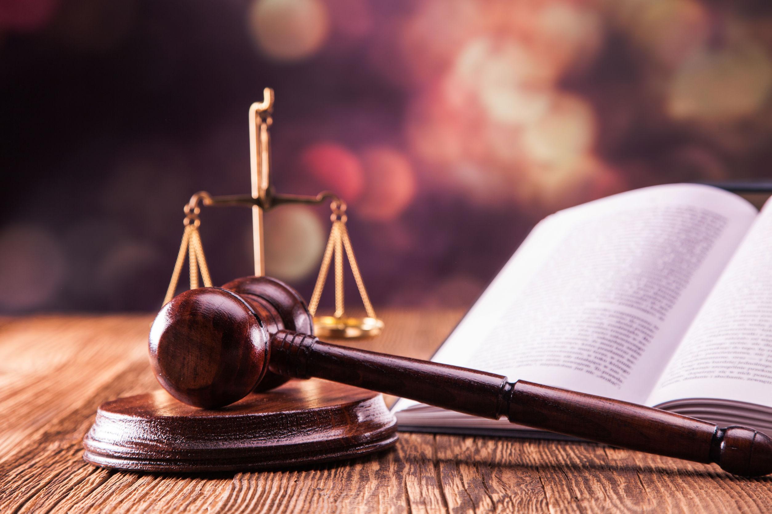 COM | Un moment de furtună perfectă: legile justiţiei, codurile penale şi ideea de anticorupţie
