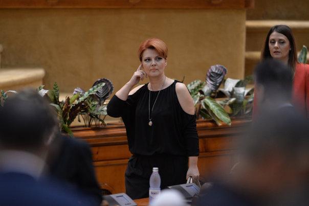 Imaginea articolului DEZBATEREA moţiunii din Parlament   Ministrul Muncii: Nu există o statistică din care să reiasă că au scăzut salariile a 2 milioane de români/ Deputat PNL: Primiţi cartonaşul roşu pentru faultul adus pieţei muncii