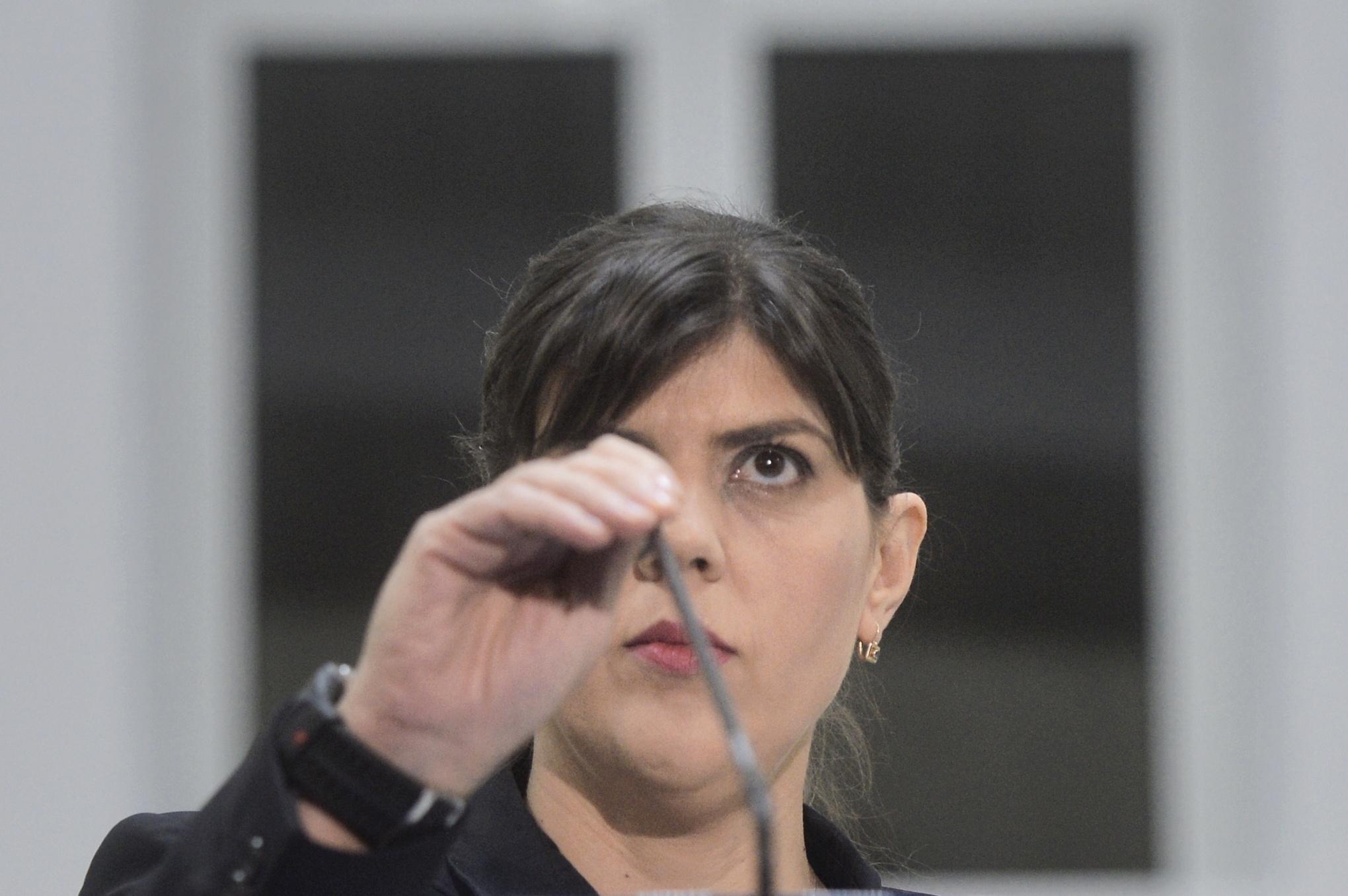"""COMENTARIU: Strict despre ce înseamnă """"oportunitatea politică"""" pentru revocarea şefei DNA"""