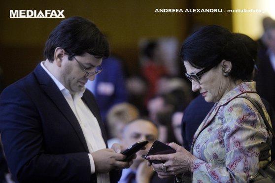 Imaginea articolului Ecaterina Andronescu şi Nicolae Bănicioiu, ambii candidaţi pentru funcţia de preşedinte executiv al PSD, au PĂRĂSIT congresul extraordinar. Cei doi acuză că NU au fost lăsaţi să vorbească