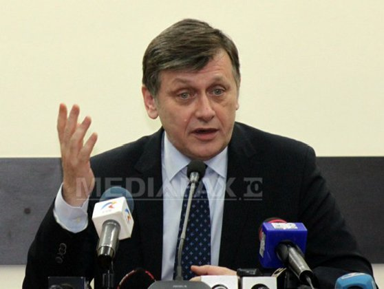 Imaginea articolului Crin Antonescu confirmă o parte din afirmaţiile lui Dragnea: Ponta a zis că a negociat cu Băsescu numirea lui Kovesi. Ce spune despre lista de miniştri dictată de SRI