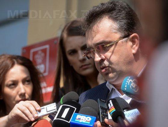 Imaginea articolului Oprişan îl contrazice pe Dragnea: A mers la petrecerile SRI, că altfel mergea la puşcărie/ Dragnea: Eu nu am fost la ziua niciunui şef şi nici nu am tăiat vreun porc la SRI