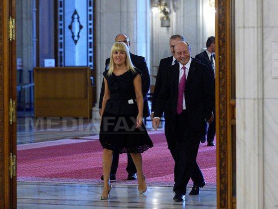 """Imaginea articolului Orban îl trimite la """"plimbare"""" pe Traian Băsescu: Ar fi bine să se ducă să scrie cărţi"""