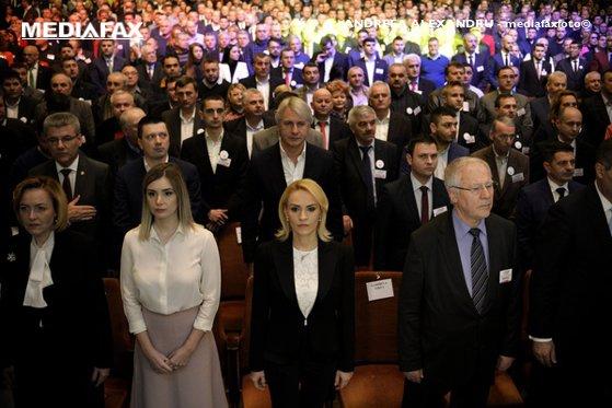 """Imaginea articolului Aleşii PSD care sar în """"barca"""" lui Ponta. Liderii încearcă să identifice al doilea """"şobolan"""" care roade la temelia partidului. """"Pleacă unii mai gauche caviar"""""""