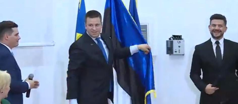 GAFĂ de protocol în prezenţa premierului Dăncilă/ Consulul onorific al Estoniei la Constanţa, prima reacţie după ce steagul a fost pus invers | VIDEO