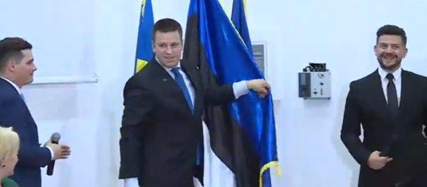 Imaginea articolului GAFĂ de protocol în prezenţa premierului Dăncilă/ Consulul onorific al Estoniei la Constanţa, prima reacţie după ce steagul a fost pus invers | VIDEO