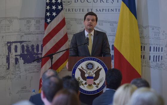 Imaginea articolului Wess Mitchell, adjunctul secretarului de Stat al SUA, a discutat, marţi, cu Klaus Iohannis despre întărirea statului de drept în România