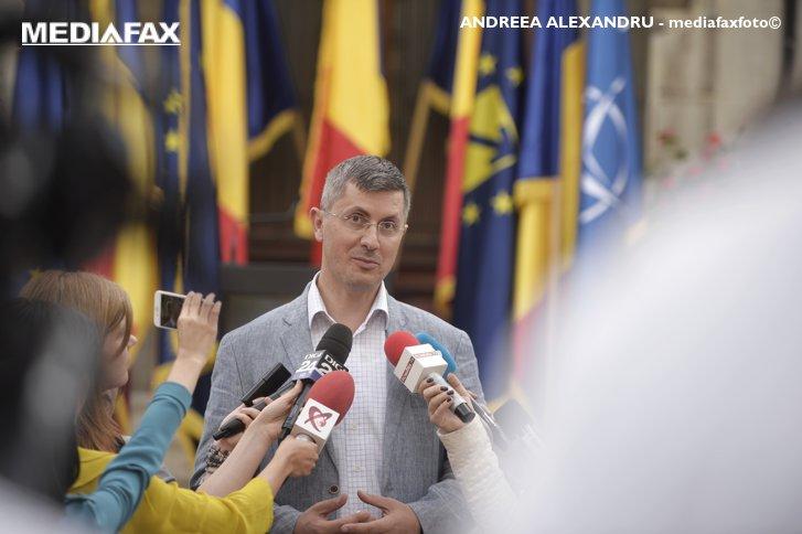 Imaginea articolului Barna, USR: Există riscul ca Guvernul să dea o ordonanţă de urgenţă care să-l dezincrimineze pe Dragnea