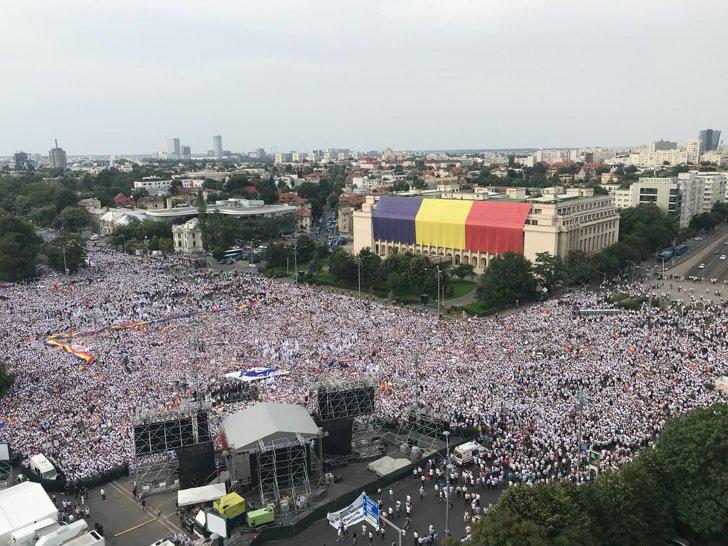 Imaginea articolului Social-democraţii sună din nou adunarea: Să fiţi pregătiţi cu arma la picior, când preşedintele fluieră să fiţi în Capitală