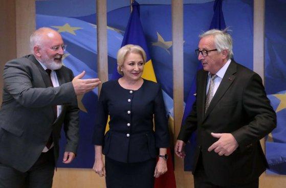 Imaginea articolului Viorica Dăncilă s-a întâlnit cu Juncker şi Timmermans / Preşedintele CE: E crucial ca România să nu facă paşi înapoi în progresele înregistrate / Nu s-a discutat despre demiterea lui Kovesi / Dăncilă: Sunt nemulţumiţi de lupta politică permanentă din România
