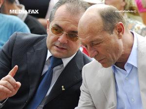 Preşedintele Traian Băsescu ia prânzul împreună cu liderii PDL (Imagine: Mediafax Foto)