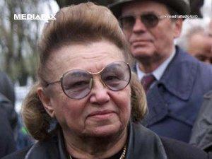 Ana Mureşan leşină din nou la conferinţa lui CV Tudor (Imagine: Mediafax Foto)