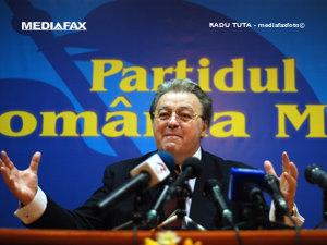 Vadim Tudor, pregătit să-şi ţină conferinţele în Cişmigiu (Imagine: Mediafax Foto)