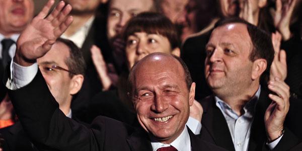 Imagini pentru basescu alegeri 2009