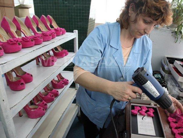 stiluri proaspete amazon vânzare de lichidare REPORTAJ: Guban, clădită de un om ce abia ştia să scrie. Pantofi pentru  Sophia Loren şi Elena Ceauşescu