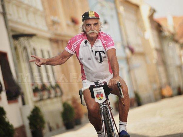 REPORTAJ: Un pensionar de 71 de ani pedaleaza prin tara si prin lume. A facut 41 de calatorii cu bicicleta prin Rom�nia - FOTO