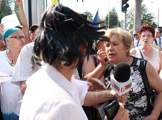 Imaginea articolului Jandarmeria, despre manifestaţia pro-Antena 3: O persoană s-a comportat violent faţă de jurnalişti. S-au luat măsuri pentru sancţionare
