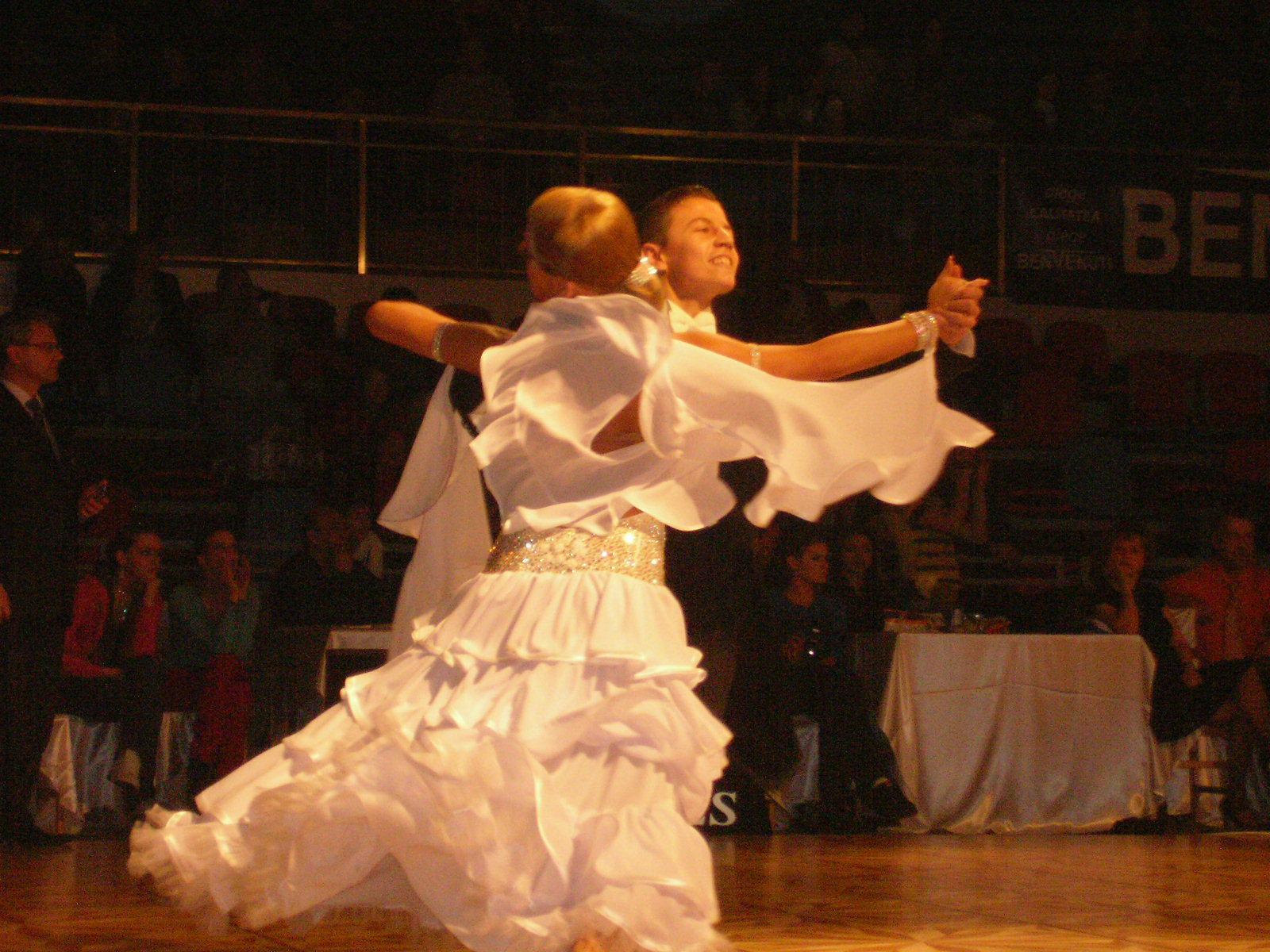 REPORTAJ: La 20 de ani, un multiplu campion la dans sportiv joaca pe scena Nationalului din T�rgu Mures - FOTO
