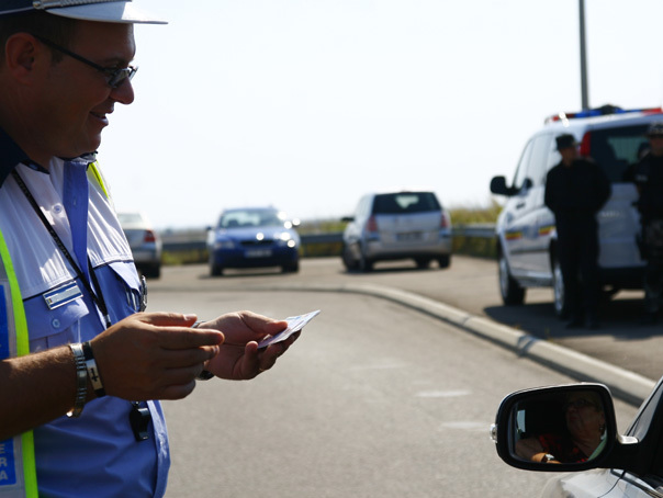 Şofer prins conduc�nd cu 224 km/h pe Autostrada Transilvania