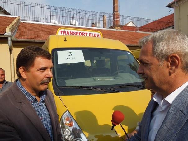 Dragnea, �ntrebat �n ce alt stat din UE mai �mpart vicepremierii microbuze: �n Rom�nia, cu drag