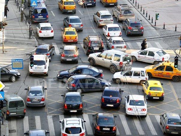 Circulaţie �ngreunată �ntre Piaţa Unirii şi Piaţa Victoriei, din cauza unei avarii la semafoare