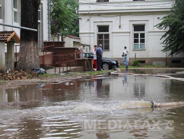 CODUL GALBEN de inundatii, prelungit p�na marti, �n zece judete
