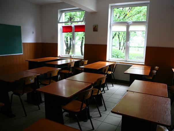Suceava: Ancheta �n cazul unei profesoare care i-a tuns bretonul unui elev, �n timpul orei