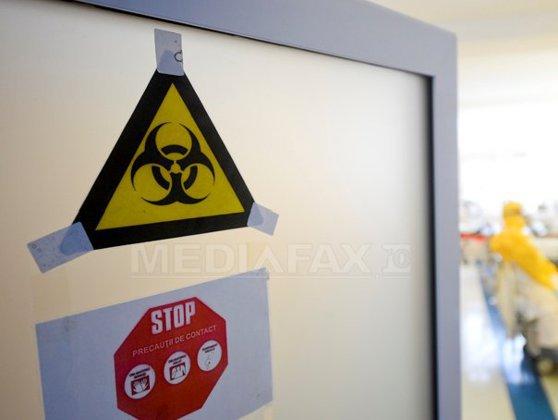 Imaginea articolului Măsuri de precauţie pentru eventuale cazuri de Ebola. Cum arată salonul pregătit pentru tratarea posibililor pacienţi - FOTO
