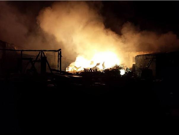 Brasov: Incendiu la un depozit de reziduuri si substante periculoase. O suta de pompieri au intervenit - FOTO