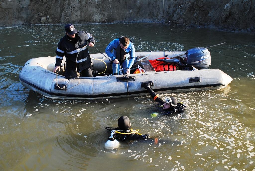 Calarasi: Doi barbati surprinsi de un mal de pam�nt �n timp ce pescuiau �n Dunare, cautati de pompieri - FOTO