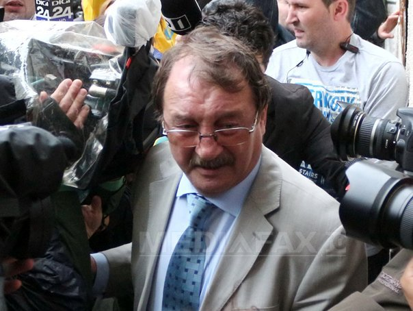 Mircea Basescu si Marian Capat�na ram�n �n arest