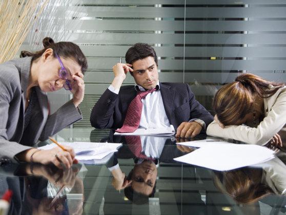 Imaginea articolului Trei sferturi din români sunt stresaţi din cauza serviciului. 80% dintre aceştia acuză oboseală excesivă şi migrene