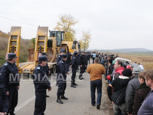 Amenzi administrative de p�na la 300 de lei pentru 40 de protestatari de la Pungesti