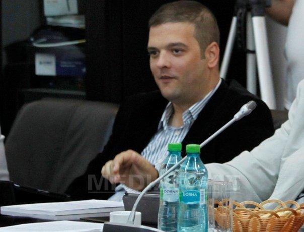 Mita de 50.000 lei pentru seful CJ Buzau Cristinel B�giu, trimisa �ntr-o cutie de whisky. Intermediarul banilor, un consilier judetean. INTERCEPTĂRILE procurorilor - FOTO