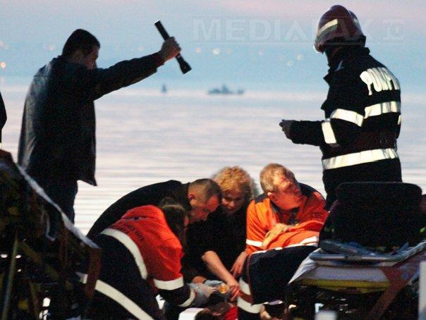 Un elicopter SMURD cu patru persoane la bord s-a prabusit �n Lacul Siutghiol: Trupul unuia dintre cei trei disparuti, adus la mal. Femeia salvata, internata �n stare critica - IMAGINI de la locul accidentului