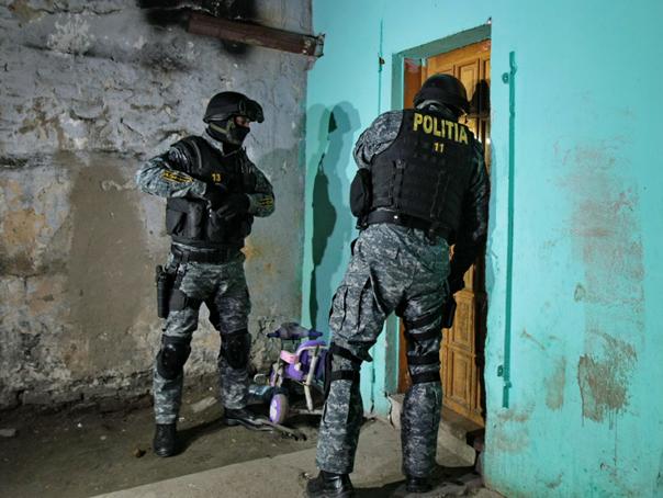 Perchezitii �n Vaslui si Iasi, la persoane suspectate de trafic cu tigari din Republica Moldova