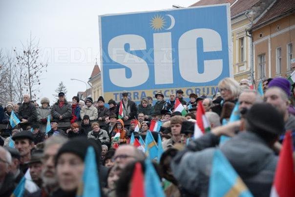 Imnul Ungariei, intonat de 5.000 de persoane la Sf�ntu Gheorghe, ca protest faţă de amenda dată PCM(...)