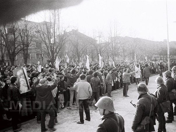 Procesiune �n Capitala pentru eroii �mpuscati la Timisoara si incinerati la crematoriul Cenusa