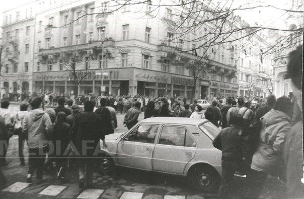 25 DE ANI DE LA REVOLUŢIE: 21 decembrie 1989 - Revolutia a �nceput si la Cluj, unde militarii au tras �n manifestanti - FOTO