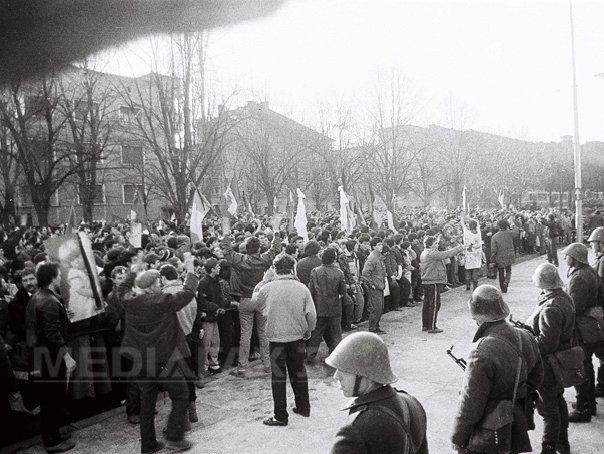 25 DE ANI DE LA REVOLUŢIE: 21 decembrie 1989-prima zi a Revolutiei la Bucuresti. Miscarea de strada, reprimata cu gloante