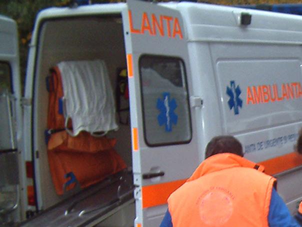 Un autobuz cu 15 pasageri s-a rasturnat �n judetul Brasov. O persoana a fost ranita usor